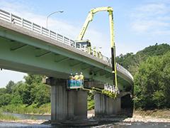 橋梁点検車による点検例